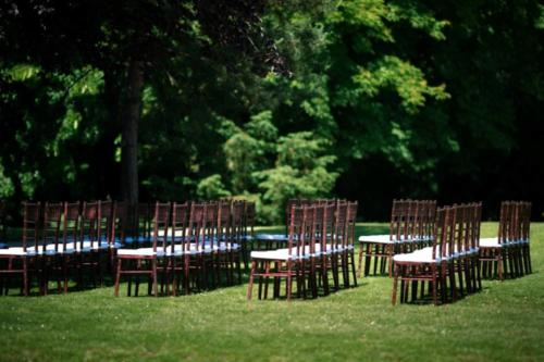 Stoličky chiavari mahagón